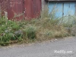 Քարե ավտոտնակներ (гараж) Դիմաց թաղամասում sakarkeli