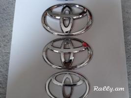 Toyota emblemner tarber chapseri